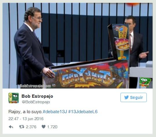 """Rajoy debatiendo con una máquina """"Pintball"""""""
