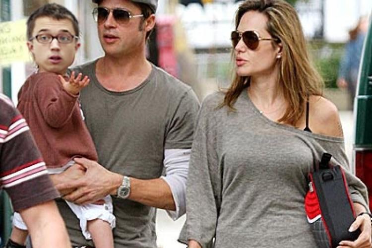 Iñigo Errejón adoptado por Angelina Jolie y Brad Pitt