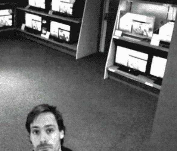 GIF – ¿Cómo robar una TV plana en una tienda con cámaras de seguridad?