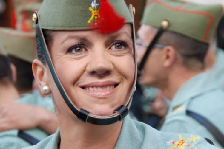Dolores de Cospedal, ministra de Defensa y Legionaria