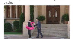 Reverencia de Mariano Rajoy a Felipe VI con flotador flamenco rosa