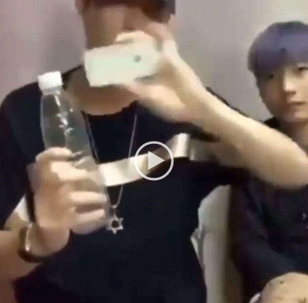 Truco móvil en botella